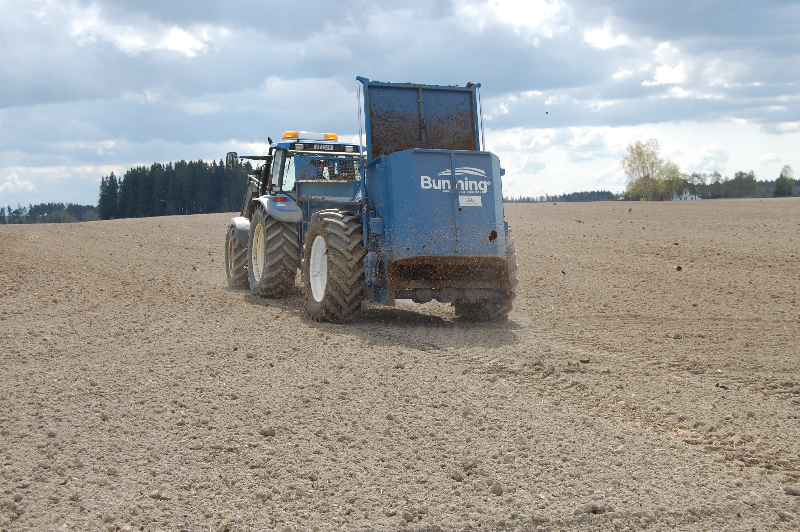 Farmstar 60 TVA with slurry door, simple canopy, 240mm extensions and 520/70 R34 wheels