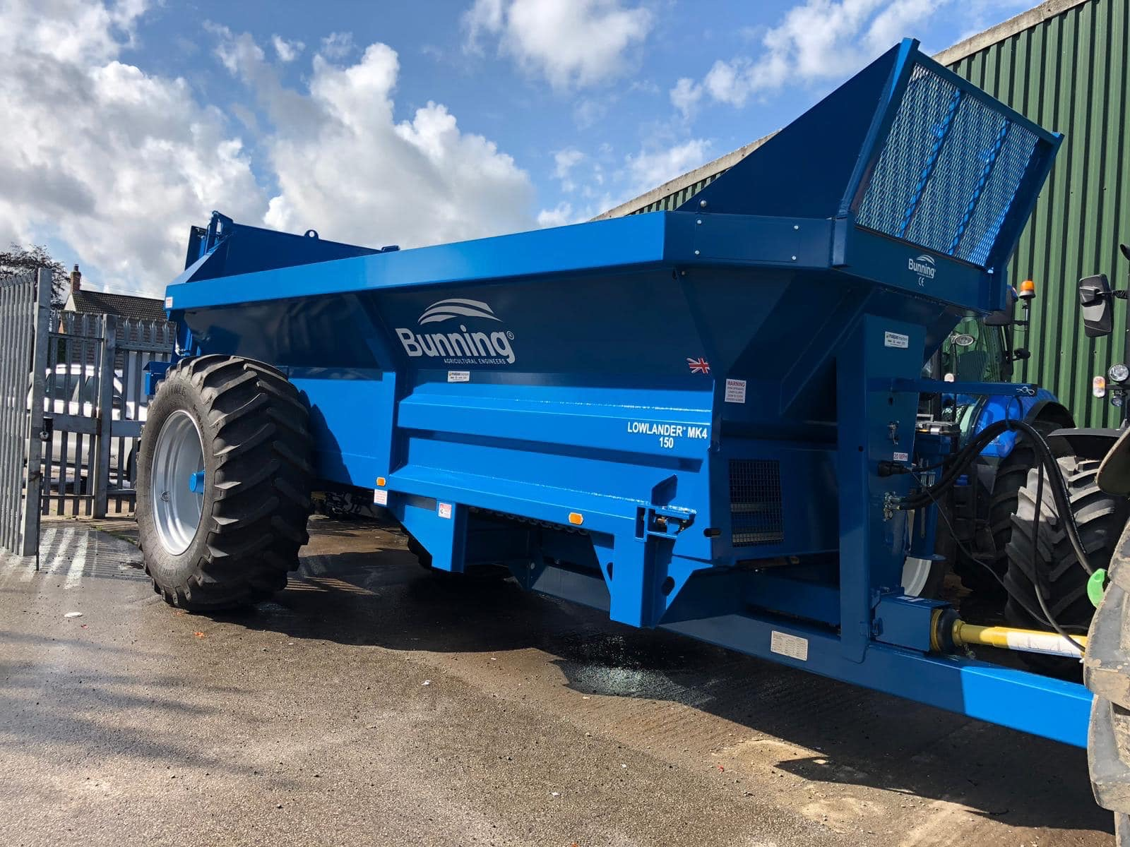 Lowlander 150 Mk4 with slurry door, flare to standard sheet height, narrow body pressings and 650/65 R38 wheels