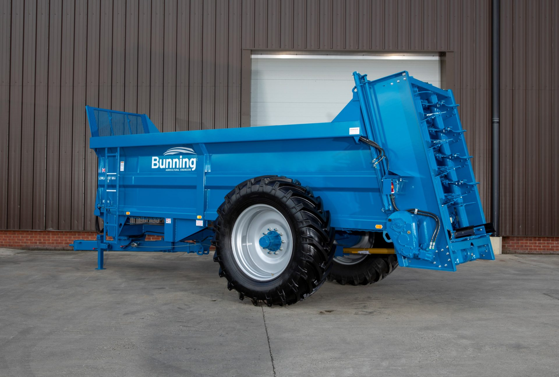 Lowlander 150 Mk4 with sprung drawbar, weigh cell ready, slurry door and 580/70 R38 wheels