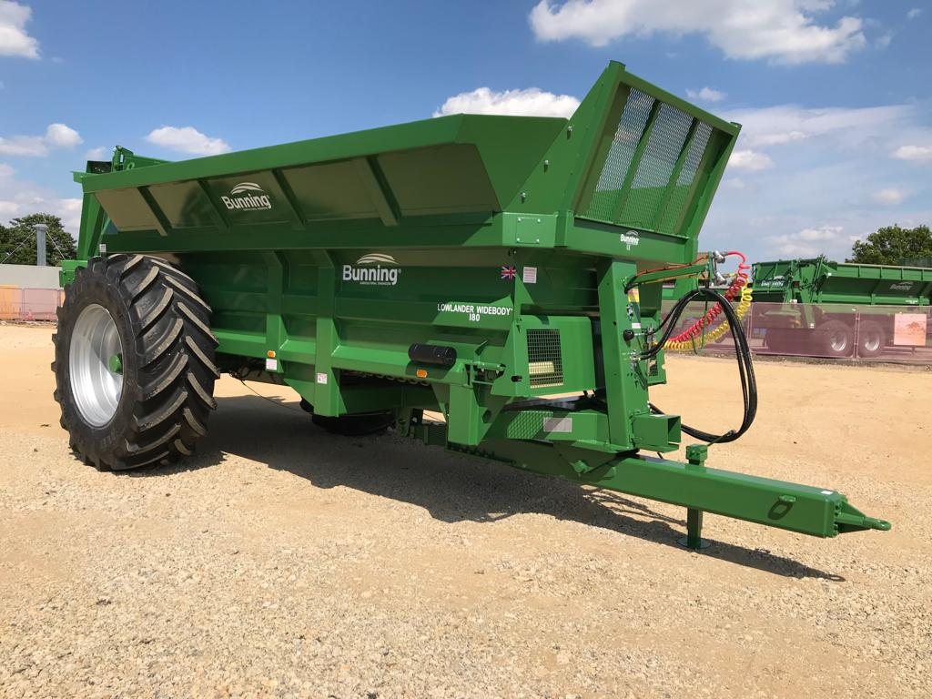 Lowlander 180 Widebody with slurry door, 530mm bolt on extensions sides, 21 tonne sprung drawbar, air brakes, rear flashing beacons and 710/70 R42 wheels