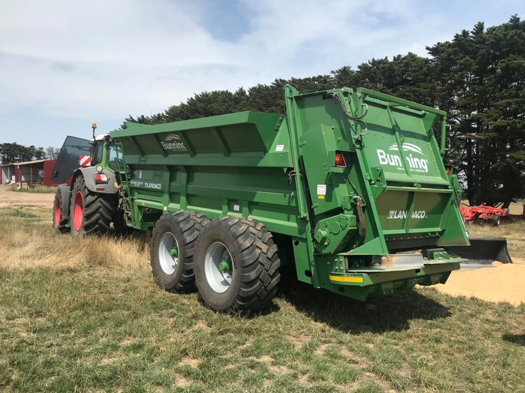 Lowlander 230 HBD Widebody (EXPORT) with slurry door, slurry door indicator, hydraulic opening canopy, ISOCAN weigh system, sprung drawbar, rocking beam suspension and 650/55 R 26.5 wheels