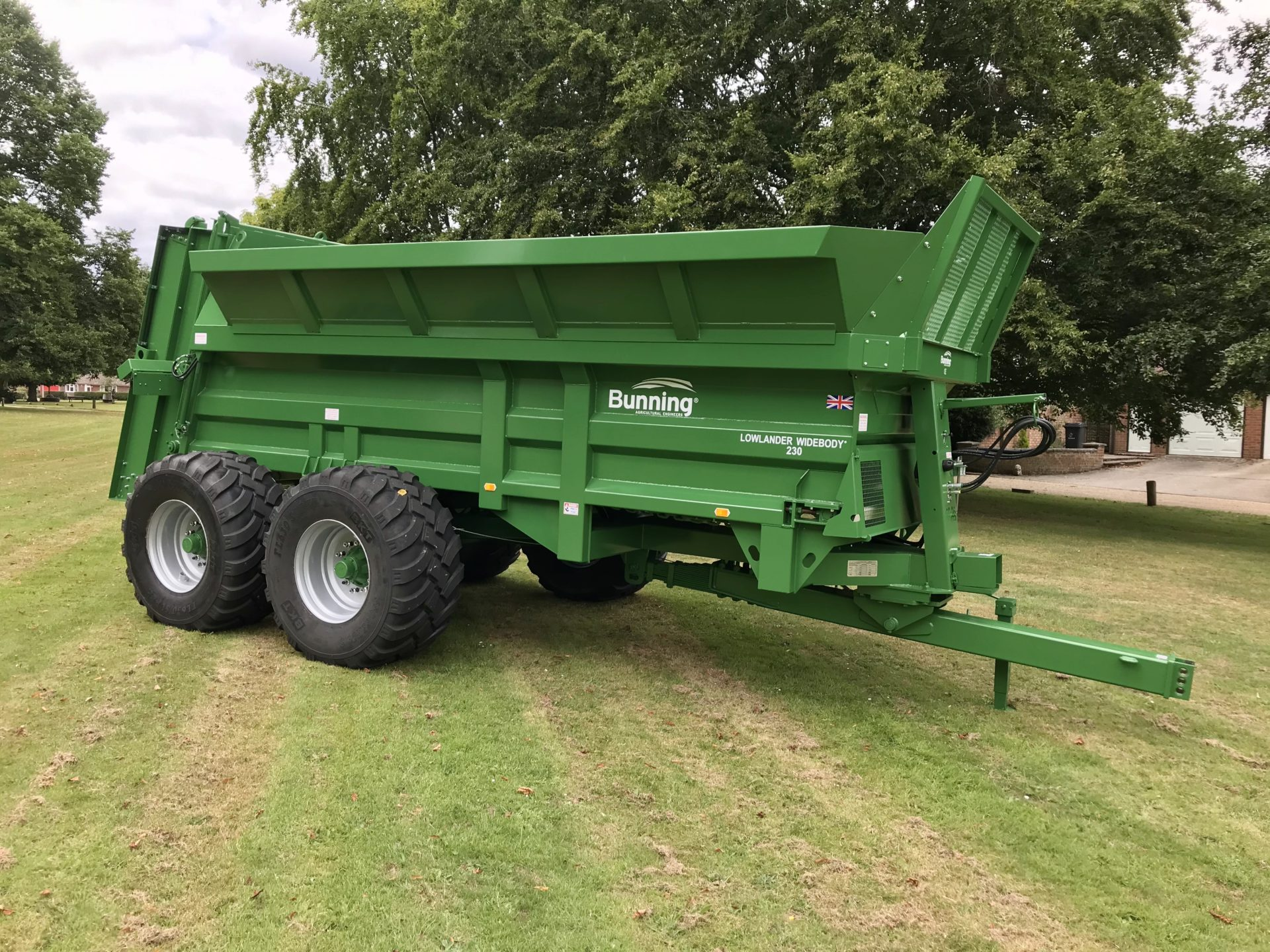 Lowlander 230 TVA (Export) Widebody with slurry door, bolt on extensions, rocking beam axles, lift off augers, sprung drawbar, weigh cell ready, 650/55 R26.5 wheels