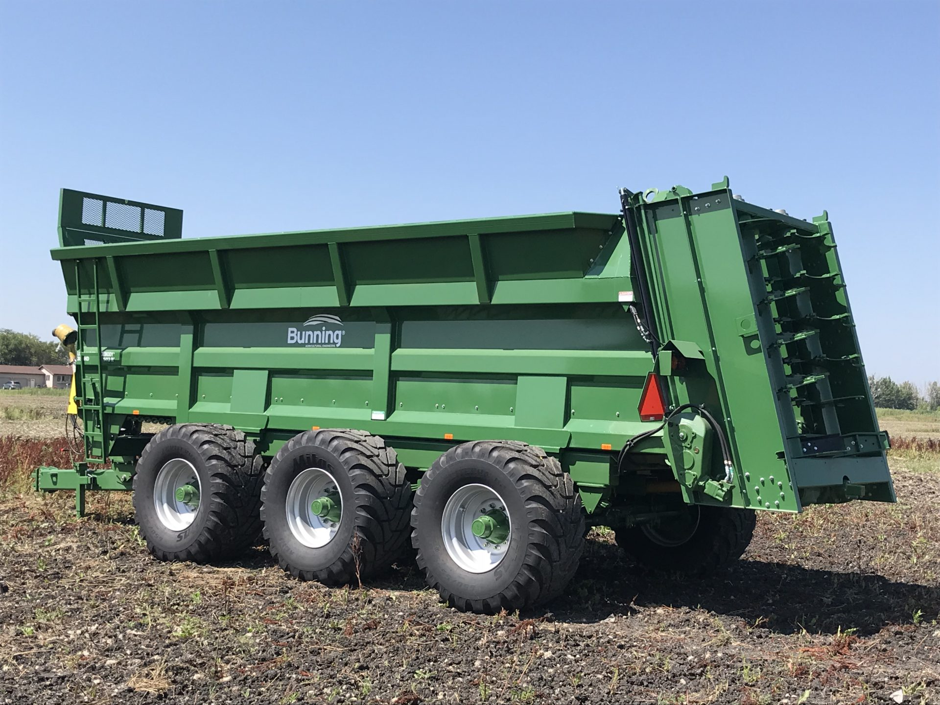 Lowlander 380 HD TVA Widebody with slurry door, 530mm bolt on extensions, lift off augers, spinner deck ready, stone guard extension, sprung suspension, front and rear steering axles with 650/55 R26.5 wheels