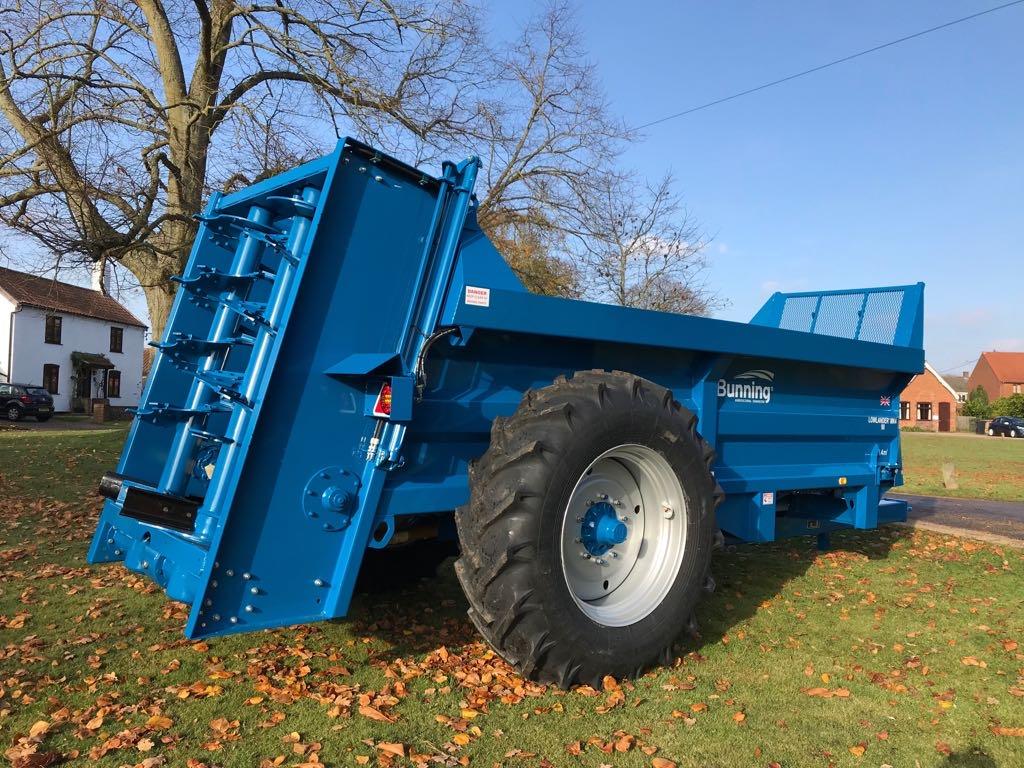 Lowlander 90 Mk4 with slurry door and 18.4-34 wheels
