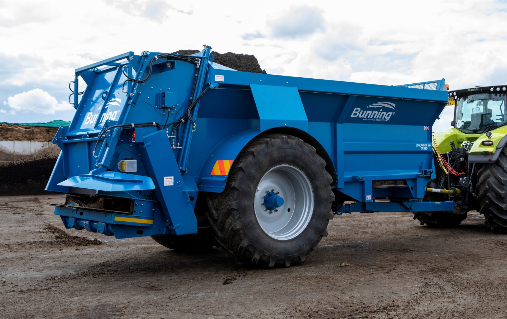 Lowlander 150 HD HBD Mk2 with slurry door, slurry door indicator, built in flared extensions, hydraulic opening canopy, hydraulic boarder deflector, ISOCAN weigh system, sprung drawbar, dual air/hyd brakes, rear flashing beacons, toolbox, mudguard + lights + deflectors and 710/70 R42 wheels