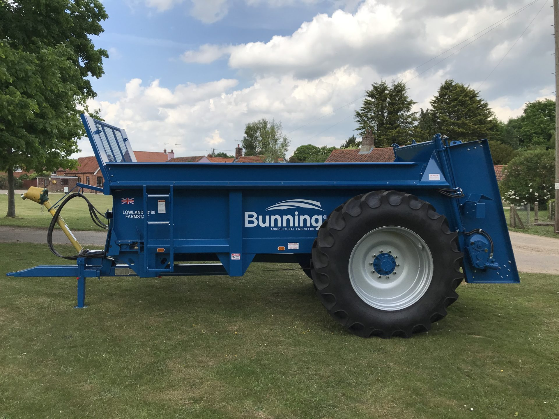 Farmstar 80 TVA with slurry door ,240mm extensions, wide angle PTO and 520/85 R38 wheels