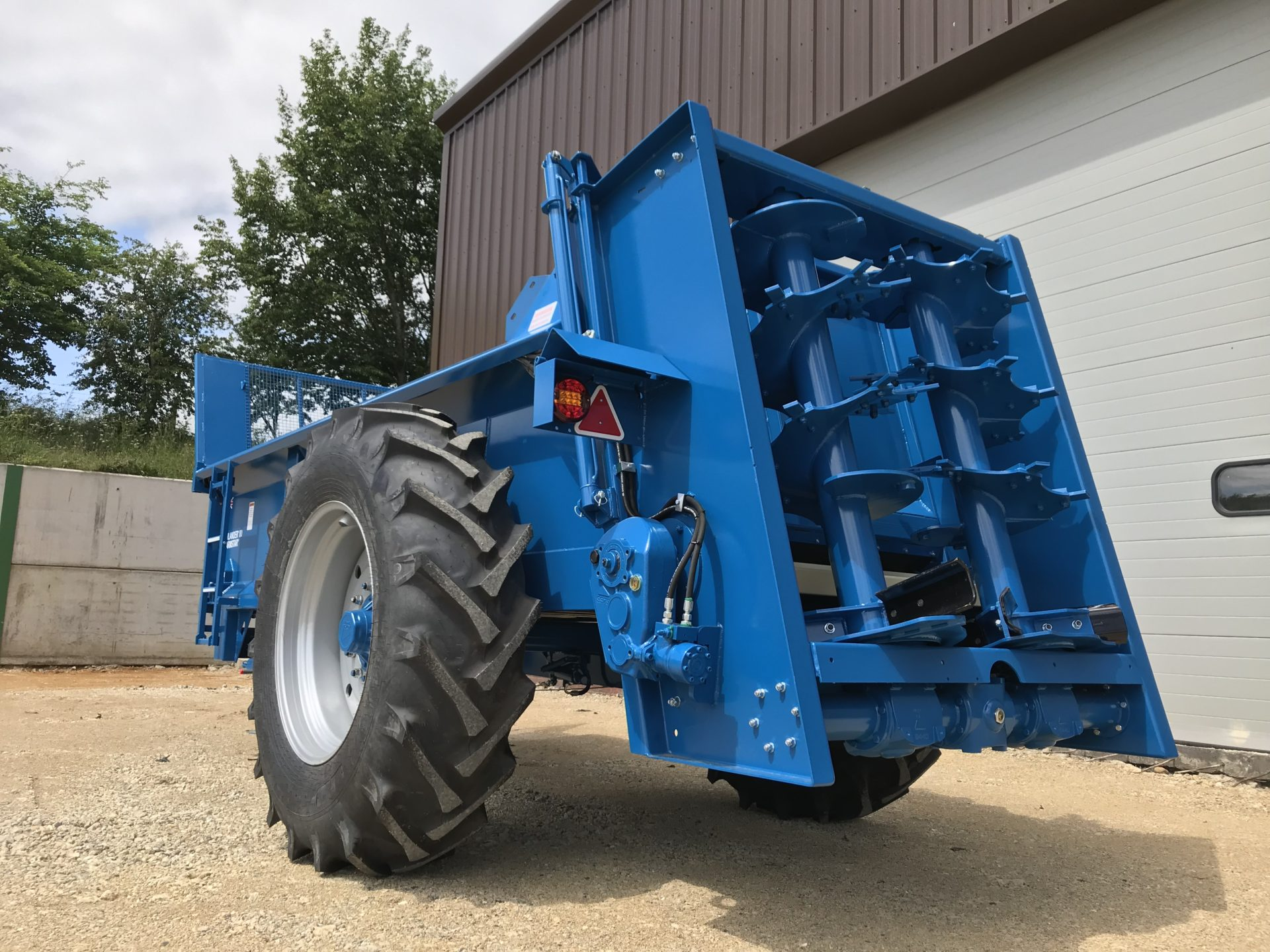 Farmstar 80 TVA with slurry door and 18.4-34 wheels