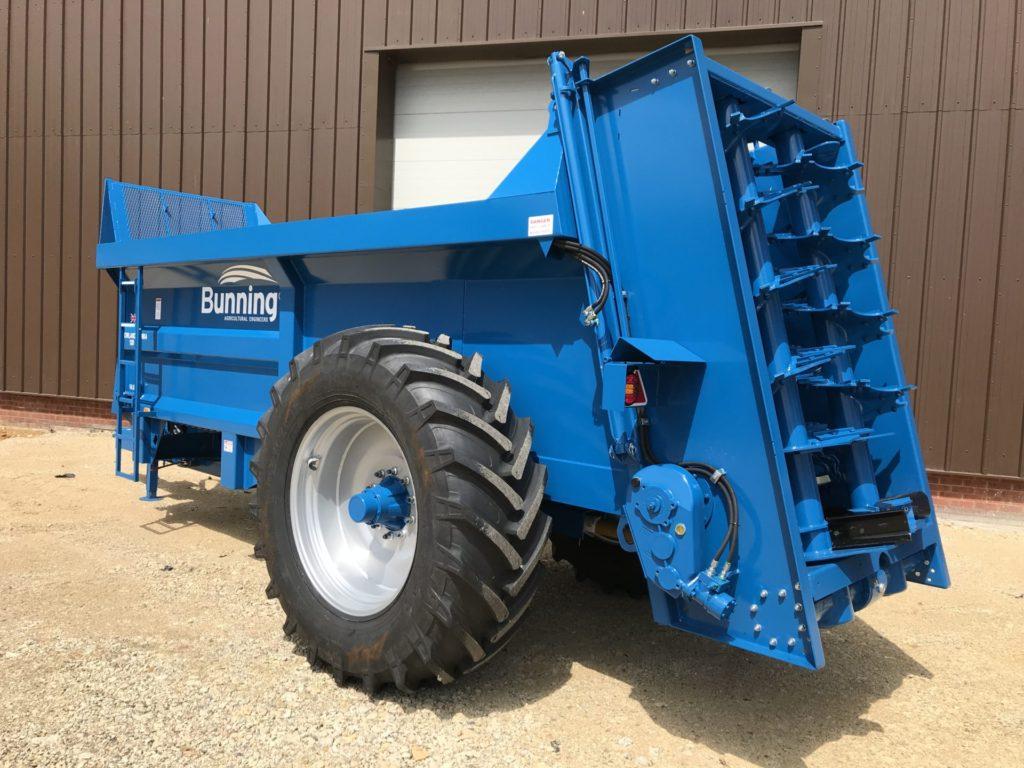 Lowlander 120 Mk4 with slurry door, narrow body pressings and 580/70 R38 wheels