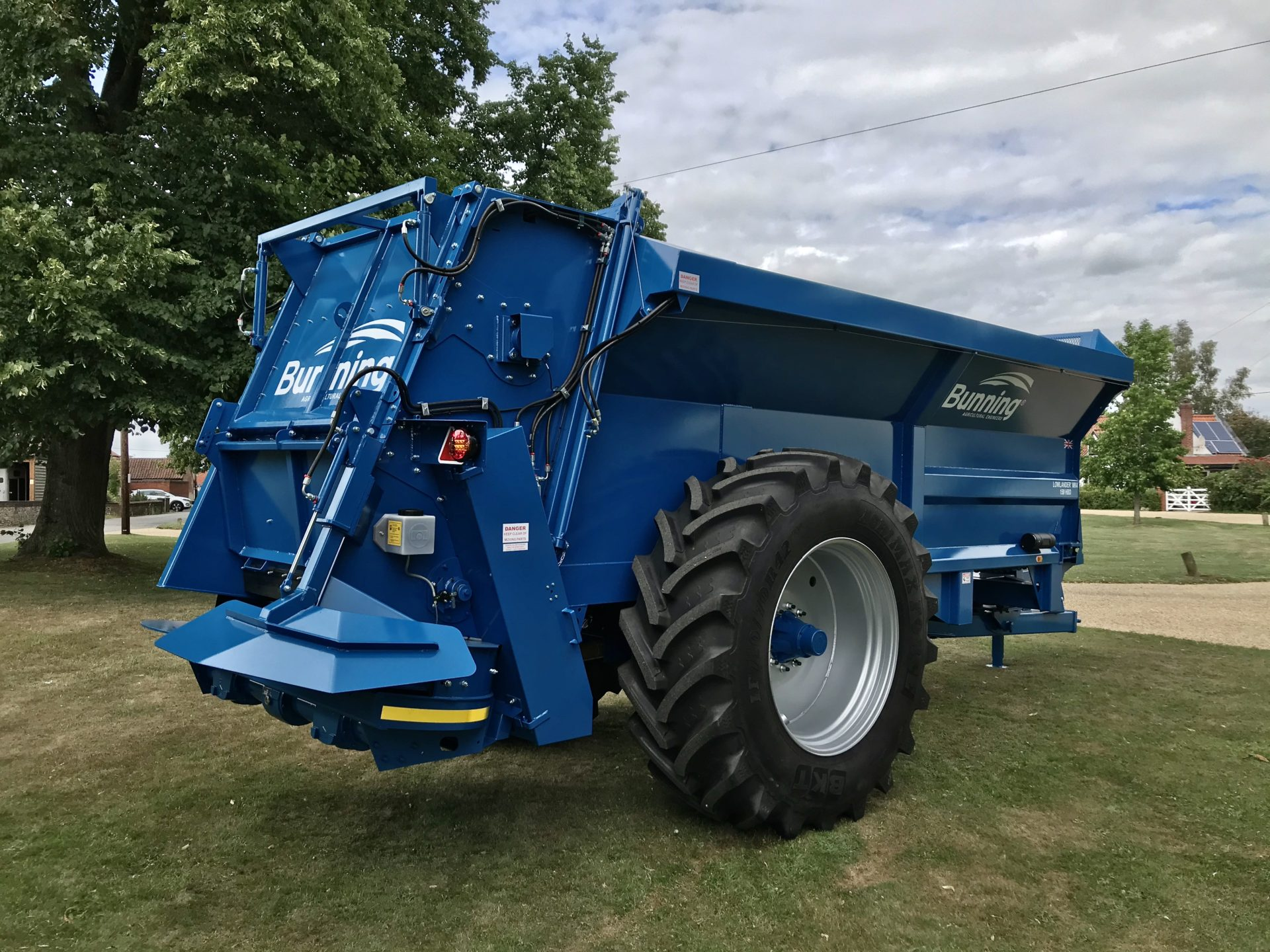 Lowlander 150 HBD Mk4 with Slurry door, slurry door indicator, built in flared extensions, hydraulic opening canopy, hydraulic boarder deflector, ISOBUS weigh system, overload beacon, sprung drawbar, air brakes, rear flashing beacons, steel PTO guard and 710/70 R42 wheels