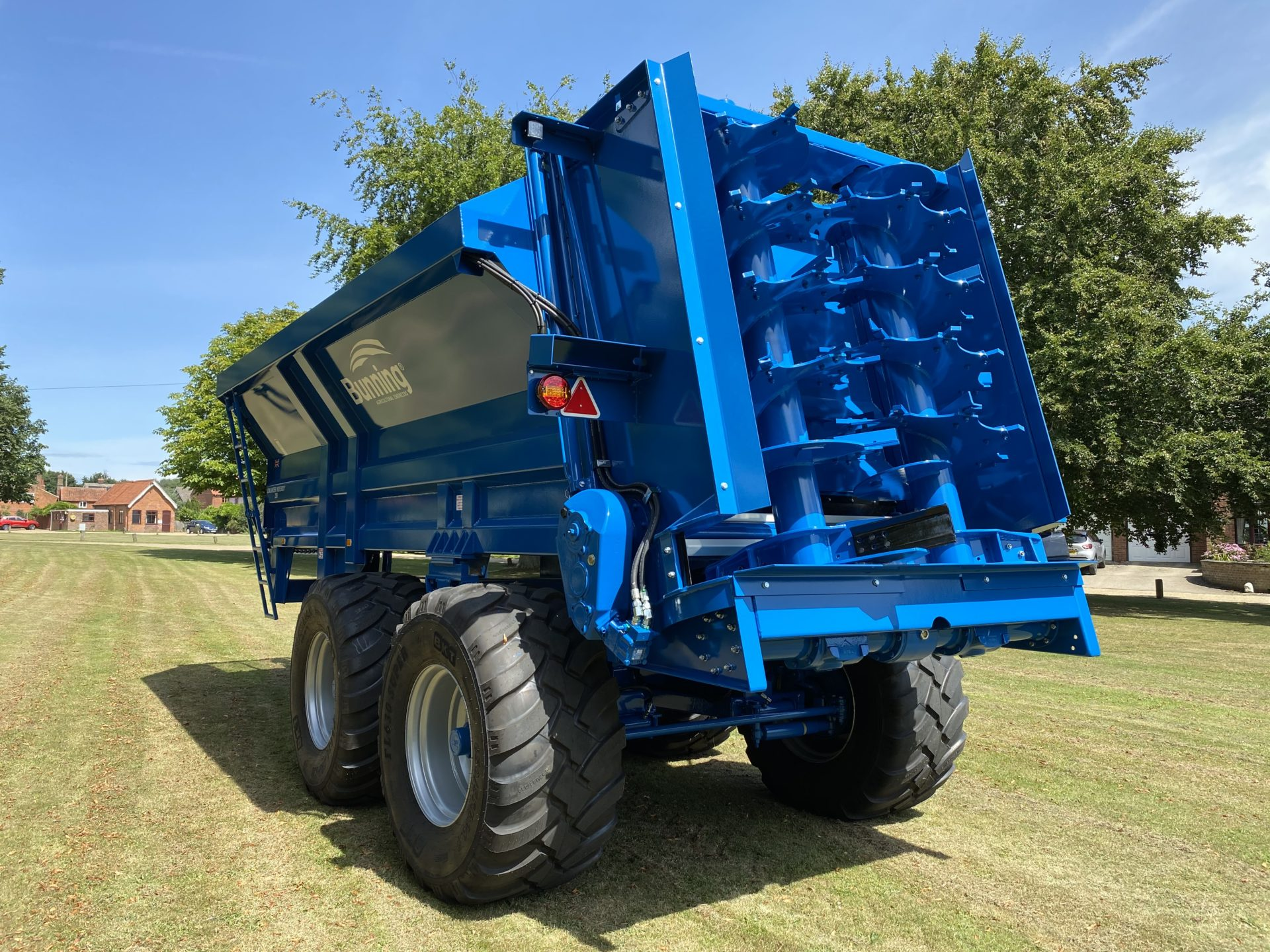 Lowlander 230 TVA (UK) Widebody with slurry door with indicator, large diameter bottom blades, sludge cake kit, built in extensions, rocking beam axles with rear steering, sprung drawbar, weigh cell ready, 650/55 R26.5 wheels