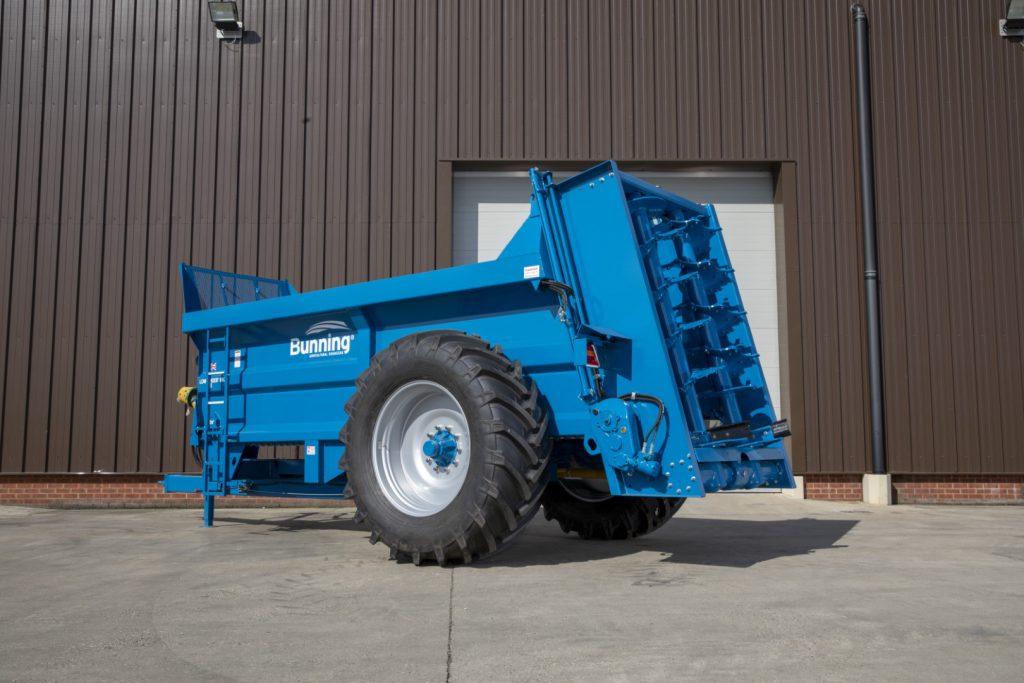 Lowlander 105 Mk4 with slurry door and 580/70 R38 wheels