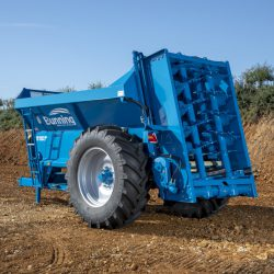 Lowlander 105C Mk4 with slurry door and 580/70 R38 wheels
