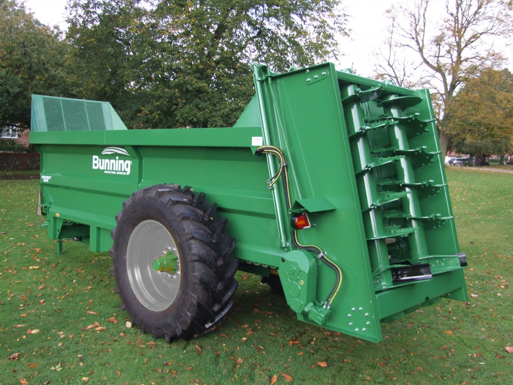Lowlander 150HD Mk2 with slurry door and 580/70 R38 HL wheels