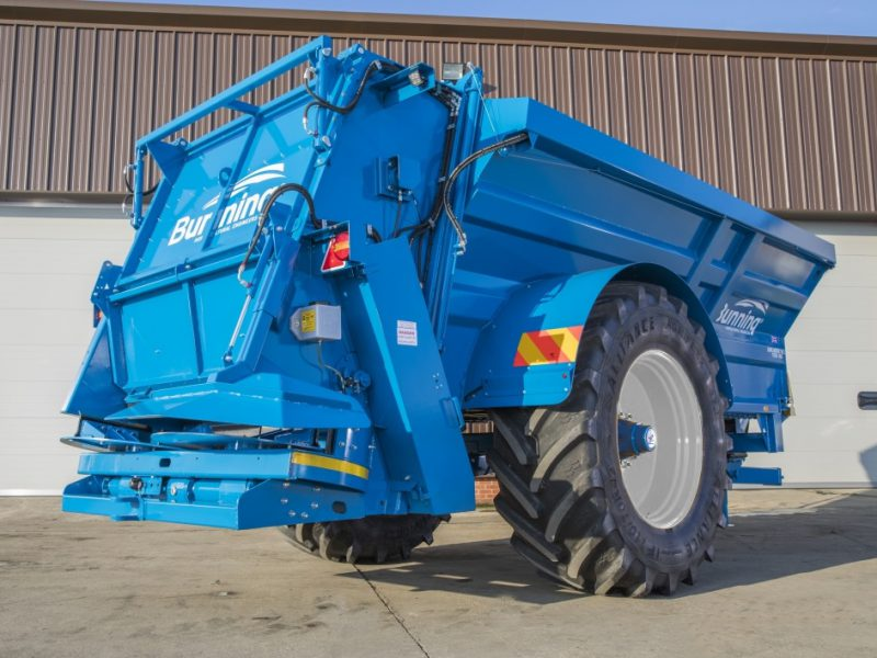 Lowlander 175 HD HBD Mk2 with slurry door, slurry door indicator, hydraulic opening canopy, hydraulic boarder deflector, ISOCAN weigh system, sprung drawbar, air brakes, rear flashing beacons, rear clevis drawbar, toolbox, mudguards + lights and 710/70 R42 wheels