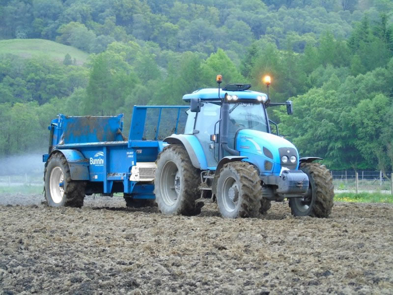 Farmstar 80 TVA with slurry door, mudguards, simple canopy and 520/70 R34 wheels