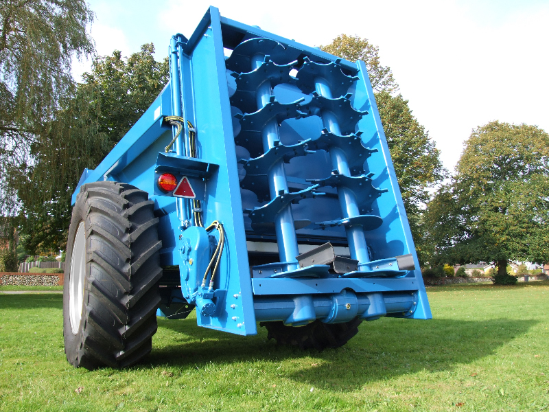 Lowlander 120 Mk4 with slurry door and 580/70 R38 wheels