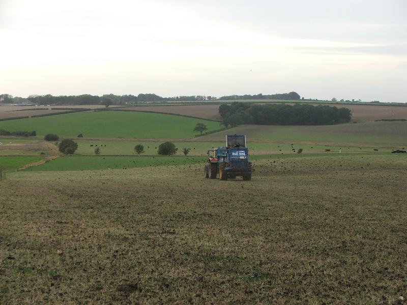 Lowlander HBD Mk4 spreading farm yard manure