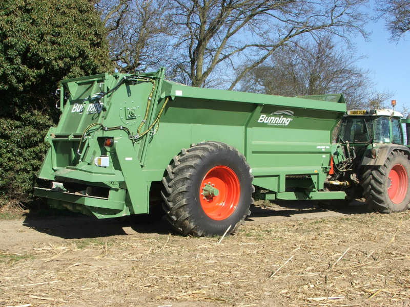 Lowlander 150 HBD Mk4 with slurry door, built in flared extensions, hydraulic opening canopy, hydraulic boarder limiter, ISOCAN weigh system, sprung drawbar, painted old Fendt green and 710/70 R38 wheels