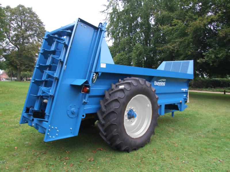 Lowlander 90 Mk4 with high augers, slurry door and 520/85 R38 wheels