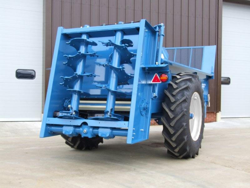 Farmstar 80 TVA with slurry door and 18.4-34 wheels