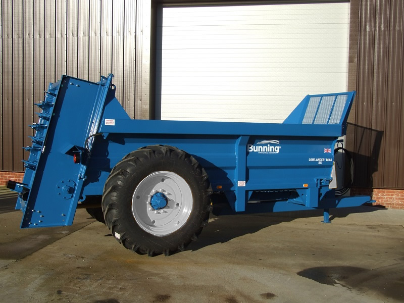 Lowlander 85 Mk4 with slurry door and 18.4-34 wheels