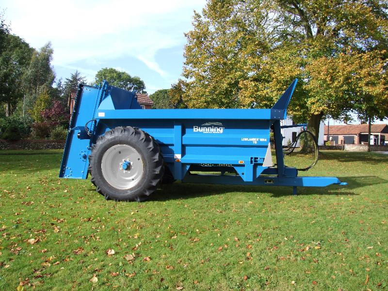 Lowlander 75 Mk4 with slurry door and 18.4 - 34 wheels
