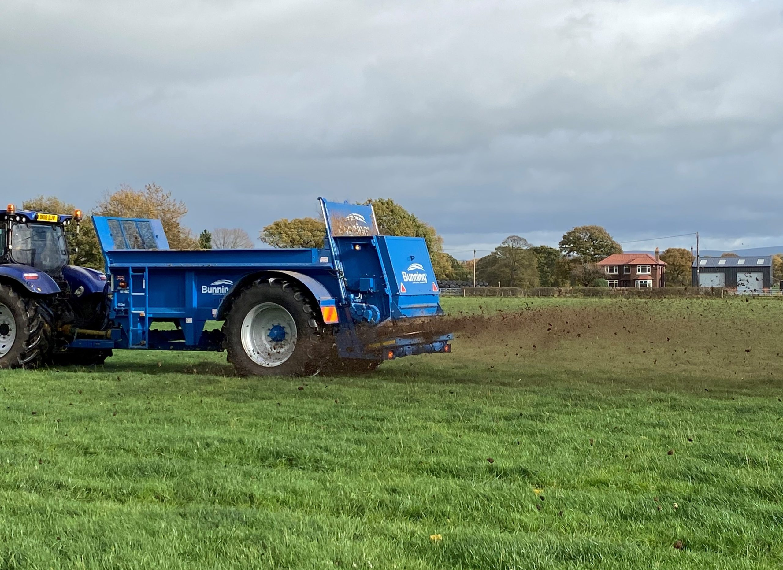 Farmstar 80 HBD with slurry door, slurry door indicator, 240mm steel extensions, ISOCAN weigh cell system, rear flashing beacons, mudguards and lights and 520/85 R38 wheels